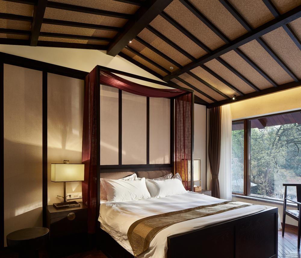 新中式禅意景观尖顶架子大床房